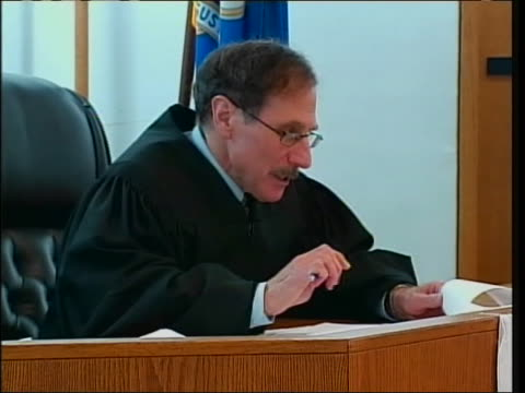 judge johnathan silbert reads the order declaring the banning of same sex marriage unconstitutional in the state of connecticut, clearing the way for... - ニューヘイブン点の映像素材/bロール