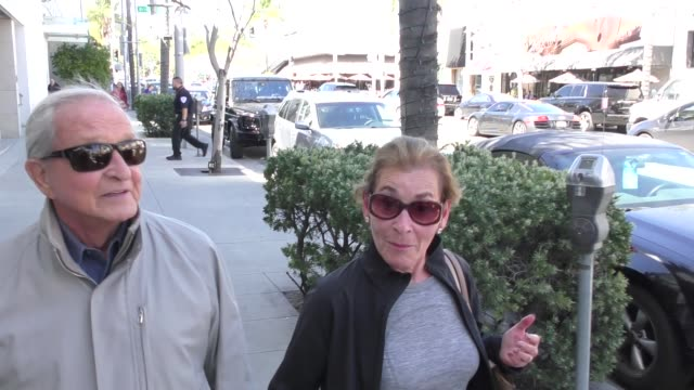 stockvideo's en b-roll-footage met interview judge judy sheindlin shares her thoughts on the college admissions bribery scandal in beverly hills in celebrity sightings in los angeles - omkoping