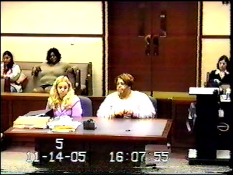 stockvideo's en b-roll-footage met / judge leading courtroom proceedings of sentencing / woman from crowd comes to counselor's table and begins reading message to defendant / large... - sentencing
