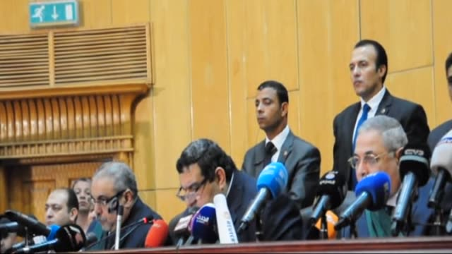 judge shaban elshamy speaks during the trial in cairo on june 16 2015 an egyptian court on tuesday sentenced former president mohamed morsi to death... - gefängnisausbruch stock-videos und b-roll-filmmaterial