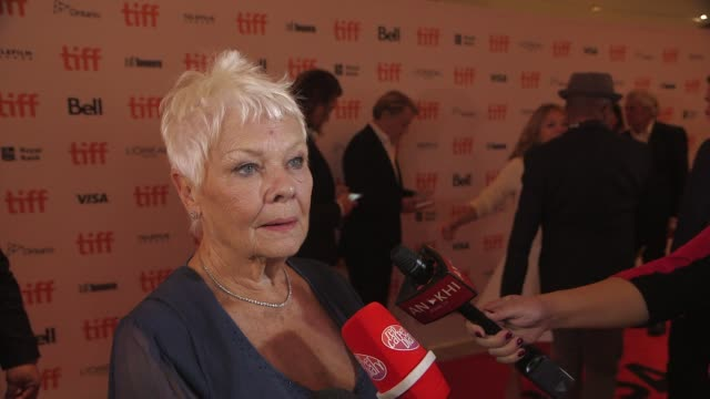vidéos et rushes de interview judi dench at victoria abdul premiere presented by focus features toronto international film festival 2017 at princess of wales theatre on... - judi dench