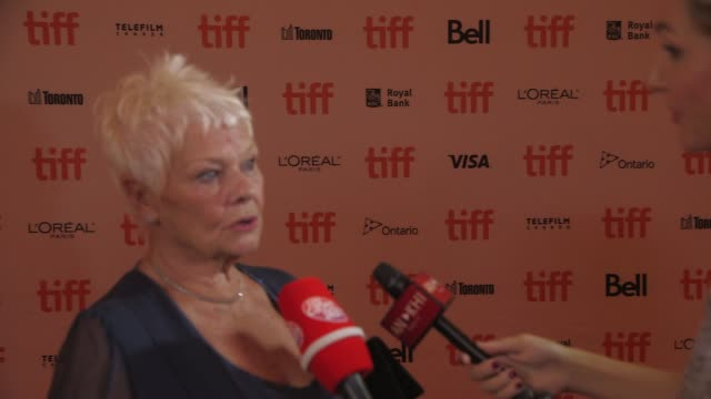 vidéos et rushes de judi dench at victoria abdul premiere presented by focus features toronto international film festival 2017 at princess of wales theatre on september... - judi dench