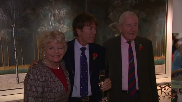 judith charmers, cliff richard, gloria hunniford at the lady taverners tribute lunch to sir cliff richard at dorchester hotel on november 09, 2012 in... - gloria hunniford stock videos & royalty-free footage