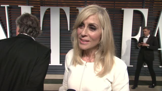 vídeos y material grabado en eventos de stock de interview judith light at the 2015 vanity fair oscar party hosted by graydon carter at wallis annenberg center for the performing arts on february 22... - vanity fair oscar party