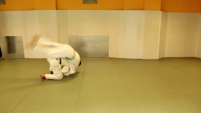 vídeos de stock, filmes e b-roll de judô combater - tatame tapetinho