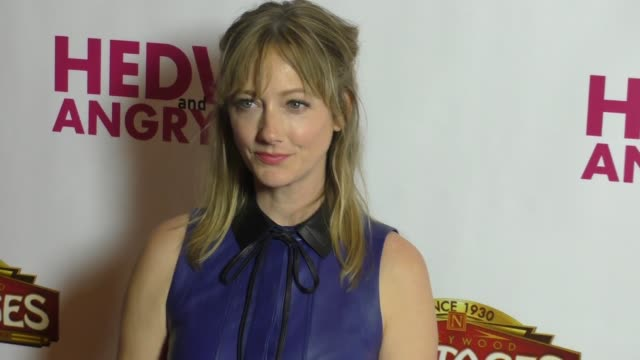 vídeos de stock, filmes e b-roll de judy greer at opening night of 'hedwig and the angry inch' on november 02 2016 in los angeles california - judy greer
