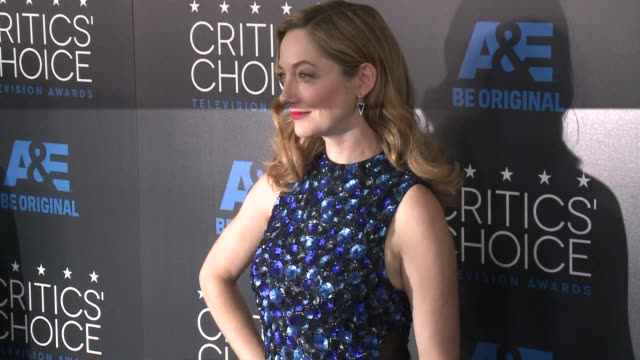 vídeos de stock, filmes e b-roll de judy greer at the 2015 critics' choice television awards at the beverly hilton hotel on may 31 2015 in beverly hills california - judy greer