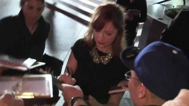 vídeos de stock, filmes e b-roll de judy greer greets fans at jeff who lives at home premiere in la 3/7/12 - judy greer