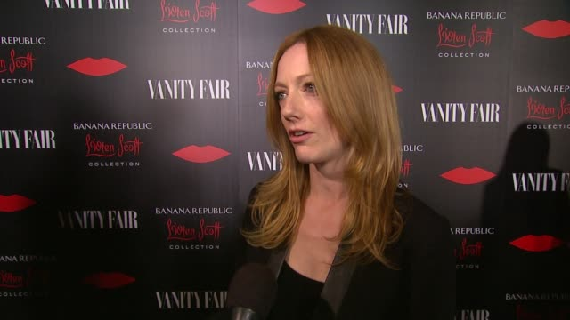 vídeos de stock, filmes e b-roll de interview judy greer on what brings her out talks about what she's wearing from the collection and talks about her new book at banana republic l'wren... - judy greer