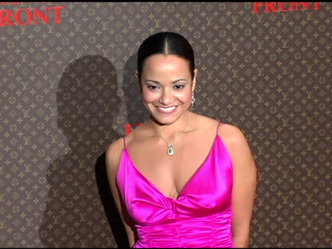judy reyes at the 2nd annual louis vuitton united cancer front gala arrivals and show at universal studios in universal city, california on november... - ユニバーサルシティ点の映像素材/bロール