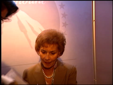 judy sheindlin at the natpe 2000 on january 28, 2000. - natpe versammlung stock-videos und b-roll-filmmaterial