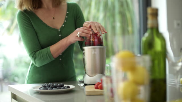 juicer blender - electric juicer stock videos & royalty-free footage