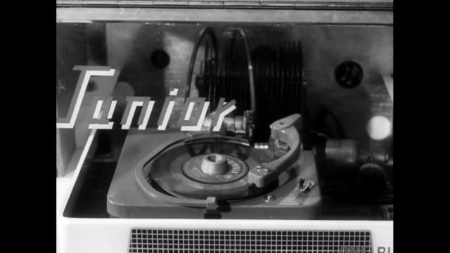 jukebox record is chosen and played; 1963 - anno 1963 video stock e b–roll