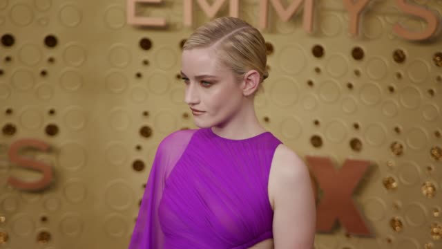 stockvideo's en b-roll-footage met julia garner at the 71st emmy awards - arrivals at microsoft theater on september 22, 2019 in los angeles, california. - emmy awards