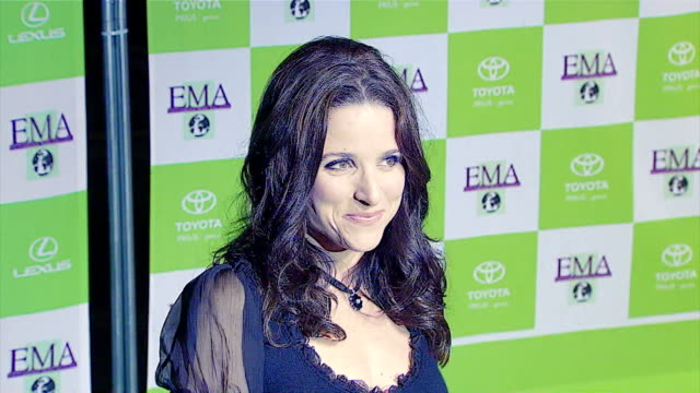 julia louisdreyfus at the 16th annual environmental media awards at ebell theater in los angeles california on november 8 2006 - environmental media awards stock videos & royalty-free footage