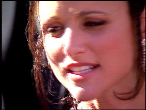 julia louis-dreyfus at the 1996 emmy awards arrivals at the pasadena civic auditorium in pasadena, california on september 8, 1996. - パサディナ公会堂点の映像素材/bロール