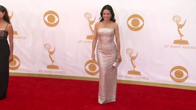 julia louisdreyfus at the 65th annual primetime emmy awards arrivals in los angeles ca on 9/22/13 - annual primetime emmy awards stock-videos und b-roll-filmmaterial