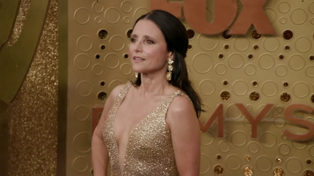 stockvideo's en b-roll-footage met julia louis-dreyfus at the 71st emmy awards - arrivals at microsoft theater on september 22, 2019 in los angeles, california. - emmy awards