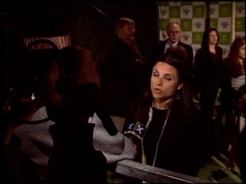 julia louis-dreyfus at the environmental media awards at ebell theatre in los angeles, california on november 5, 2003. - environmental media awards stock-videos und b-roll-filmmaterial