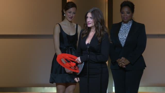 julia roberts accepts her award from oprah at the glamour magazine honors the 2010 women of the year - inside show at new york ny. - julia roberts stock videos & royalty-free footage