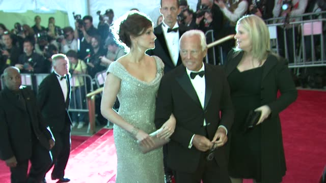 julia roberts and giorgio armani at the superheroes fashion and fantasy costume institute gala at the metropolitan museum of art at the metropolitan... - 2008 stock videos & royalty-free footage