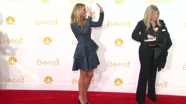 vídeos de stock, filmes e b-roll de julia roberts at 66th primetime emmy awards arrivals in los angeles ca - julia roberts