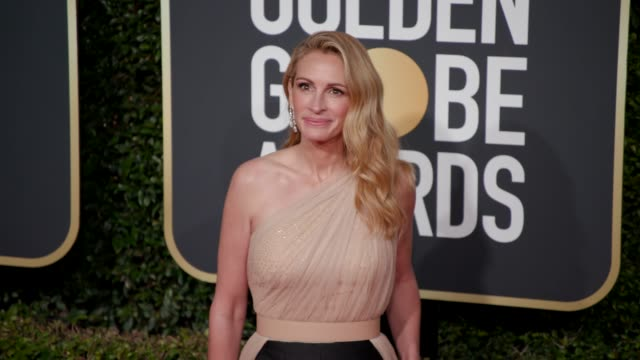 julia roberts at 76th annual golden globe awards arrivals in los angeles ca 1/6/19 4k footage - golden globe awards stock videos & royalty-free footage