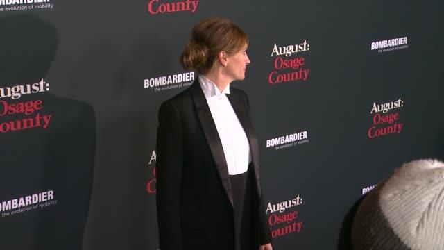 vídeos de stock, filmes e b-roll de julia roberts at august osage county los angeles premiere in city los angeles on - julia roberts