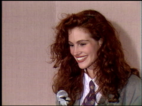 julia roberts at the 1990 golden globe awards at the beverly hilton in beverly hills, california on january 20, 1990. - golden globe awards stock videos & royalty-free footage
