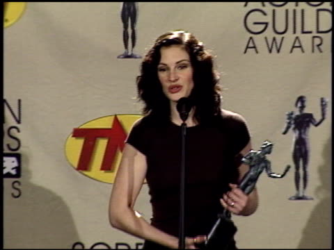 julia roberts at the 2001 screen actors guild sag awards at the shrine auditorium in los angeles, california on march 11, 2001. - julia roberts stock videos & royalty-free footage