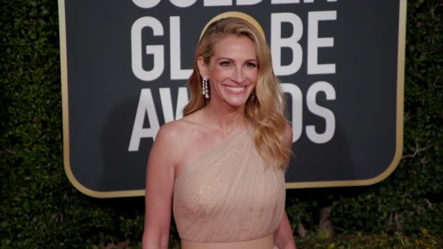 vídeos de stock, filmes e b-roll de julia roberts at the 76th annual golden globe awards arrivals - julia roberts