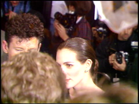 vídeos de stock e filmes b-roll de julia roberts at the 'pelican brief' premiere on december 13 1993 - 1993