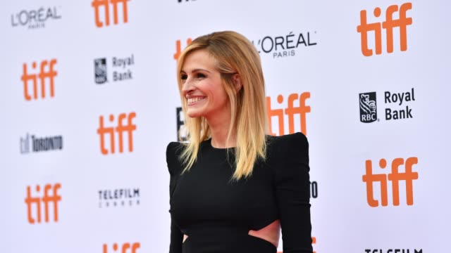 vídeos de stock, filmes e b-roll de julia roberts attends the 'ben is back' premiere during 2018 toronto international film festival at princess of wales theatre on september 8 2018 in... - festival de cinema de toronto