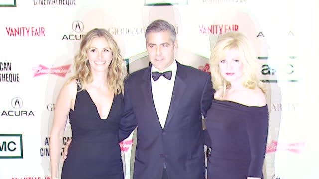 vídeos de stock e filmes b-roll de julia roberts george clooney bonnie hunt at the 2006 annual american cinematheque awards honoring george clooney at the beverly hilton in beverly... - cinemateca americana