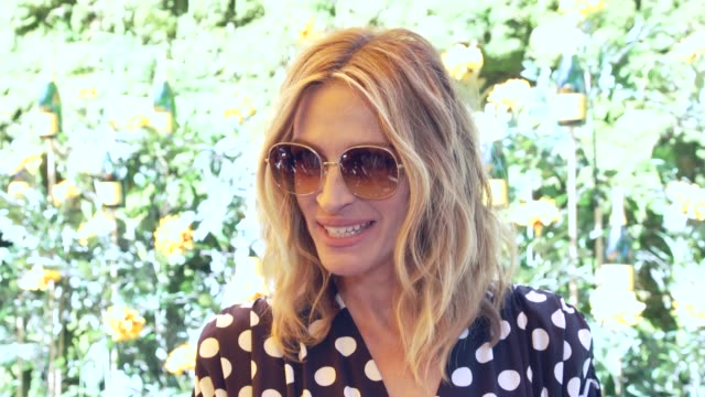 vídeos de stock, filmes e b-roll de julia roberts on what brings her to the vc polo classic at the 10th annual veuve clicquot polo classic, los angeles in los angeles, ca 10/5/19 - julia roberts