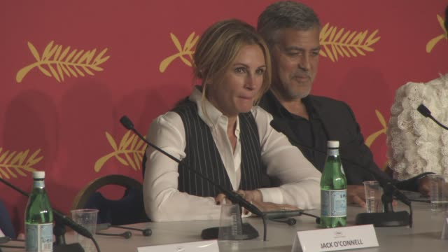 vídeos de stock, filmes e b-roll de interview julia roberts on whether she will ever direct 'money monster' press conference at palais des festivals on may 12 2016 in cannes france - julia roberts