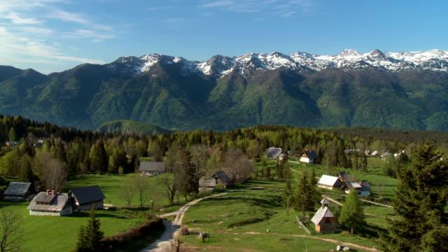 ws pan julian alps with authentic alpine village of uskovnica / bohinj, triglav national park slovenia - triglav national park stock videos and b-roll footage