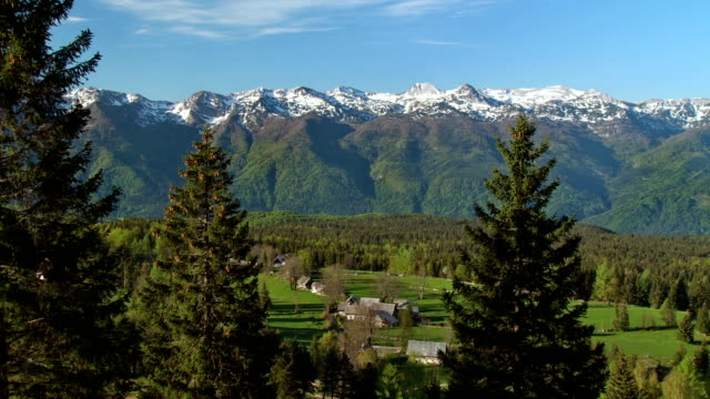 ws pan julian alps with authentic alpine village uskovnica / bohinj, triglav national park slovenia - julian alps stock videos and b-roll footage