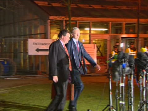 julian assange walks across a lawn with his lawyer mark stephens to microphones to make a public statement after leaving a hearing at britain's... - human rights or social issues or immigration or employment and labor or protest or riot or lgbtqi rights or women's rights bildbanksvideor och videomaterial från bakom kulisserna