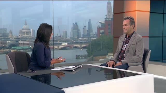 vidéos et rushes de julian clary interview; england: london: gir: int julian clary live studio interview sot - julian clary