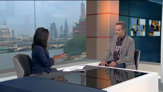 vidéos et rushes de julian clary interview; julian clary live studio interview sot - julian clary