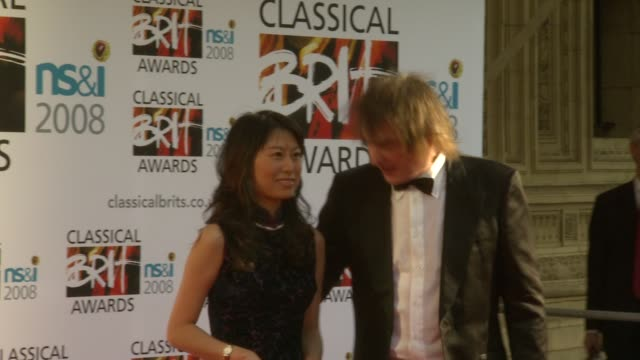 vídeos y material grabado en eventos de stock de julian lloyd webber and guest at the the classical brits awards 2008 at the royal albert hall in london on may 8 2008 - julian lloyd webber