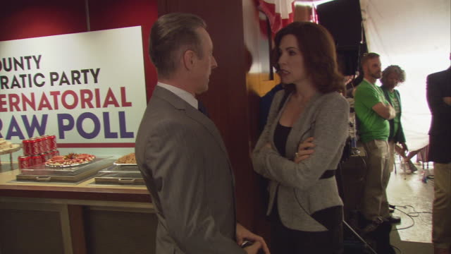julianna margulies alan cumming bts on the good wife - julianna margulies stock videos and b-roll footage