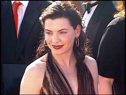 julianna margulies at the 2000 emmy awards at the shrine auditorium in los angeles, california on september 10, 2000. - shrine auditorium video stock e b–roll