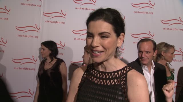 julianna margulies shares his admiration for michael j fox on working with him in good wife talks about her thanksgiving plans at the 2011 a funny... - fernsehserie stock-videos und b-roll-filmmaterial