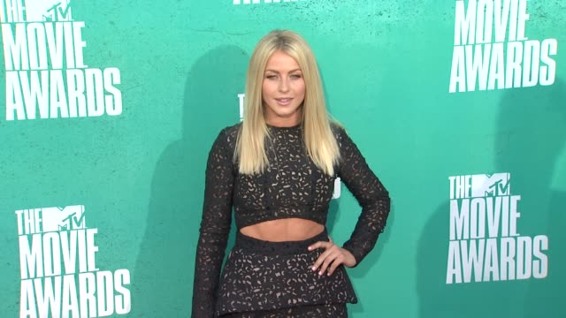 julianne hough at 2012 mtv movie awards - arrivals at gibson amphitheatre on june 03, 2012 in universal city, california - gibson amphitheatre stock-videos und b-roll-filmmaterial