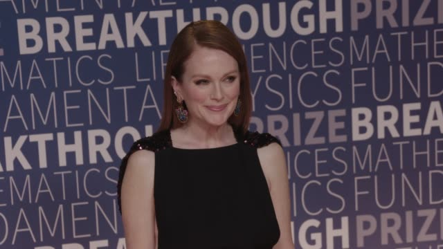 julianne moore at 2019 breakthrough prize at nasa ames research center on november 04, 2018 in mountain view, california. - ジュリアン・ムーア点の映像素材/bロール