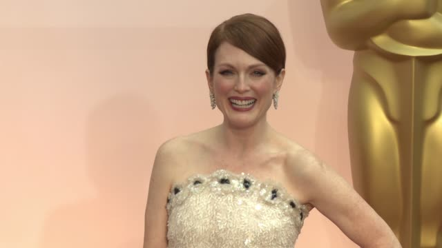 julianne moore at 87th annual academy awards - arrivals at dolby theatre on february 22, 2015 in hollywood, california. - academy of motion picture arts and sciences stock videos & royalty-free footage