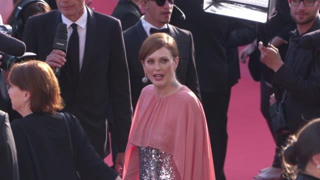 julianne moore at 'rocketman' red carpet arrivals on may 16, 2019 in cannes, france. - ジュリアン・ムーア点の映像素材/bロール