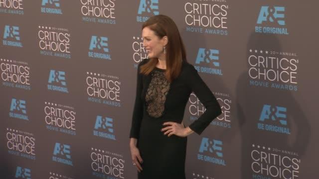 julianne moore at the 20th annual critics' choice awards at hollywood palladium on january 15, 2015 in los angeles, california. - ジュリアン・ムーア点の映像素材/bロール